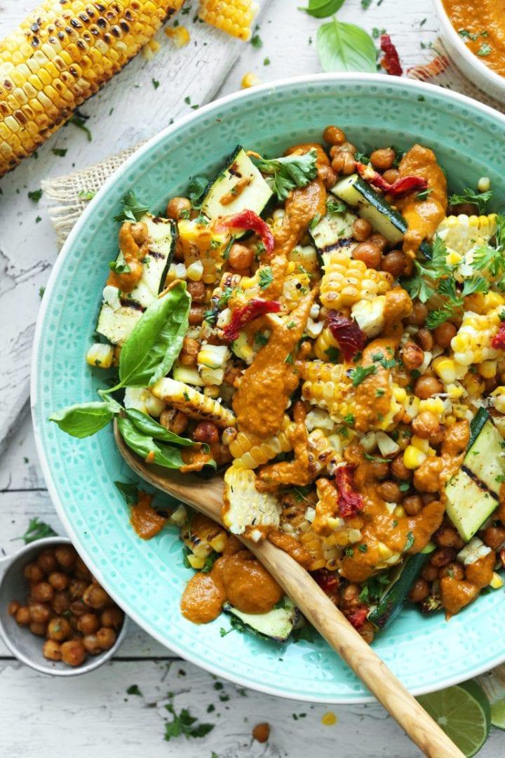 recept-grilovana-cuketa-kukurica-dresing-susene-paradajky