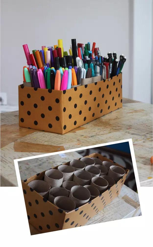 stojan-na-pisanie-potreby-z-krabice-a-roliek-z-wc-papiera