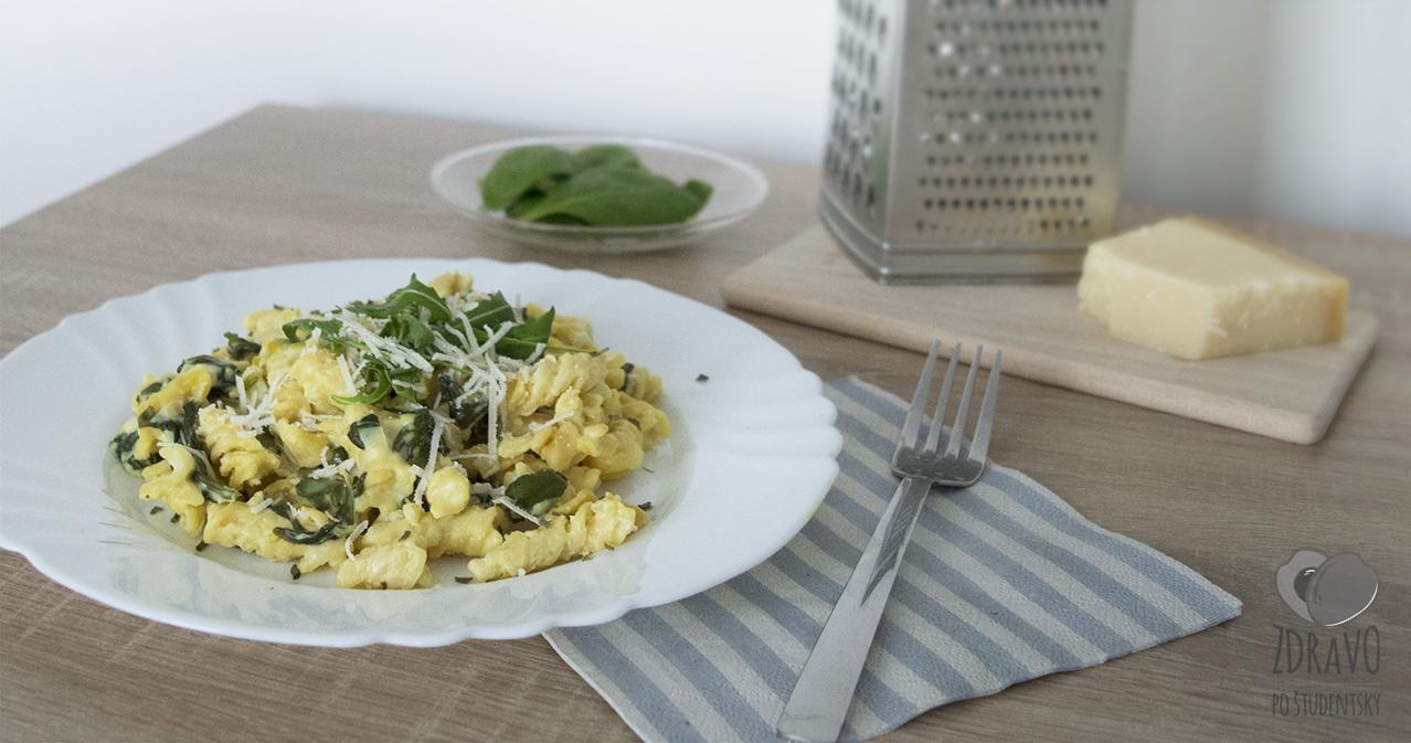 Sýte krémové cestoviny so špenátom a kozím syrom