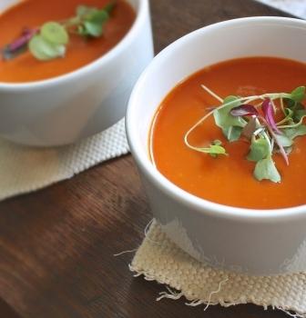 Hustá rajčina – rajčinová polievka s mozzarelou a kyslou smotanou