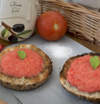 Chutné rajčinové toasty ako zo Španielska
